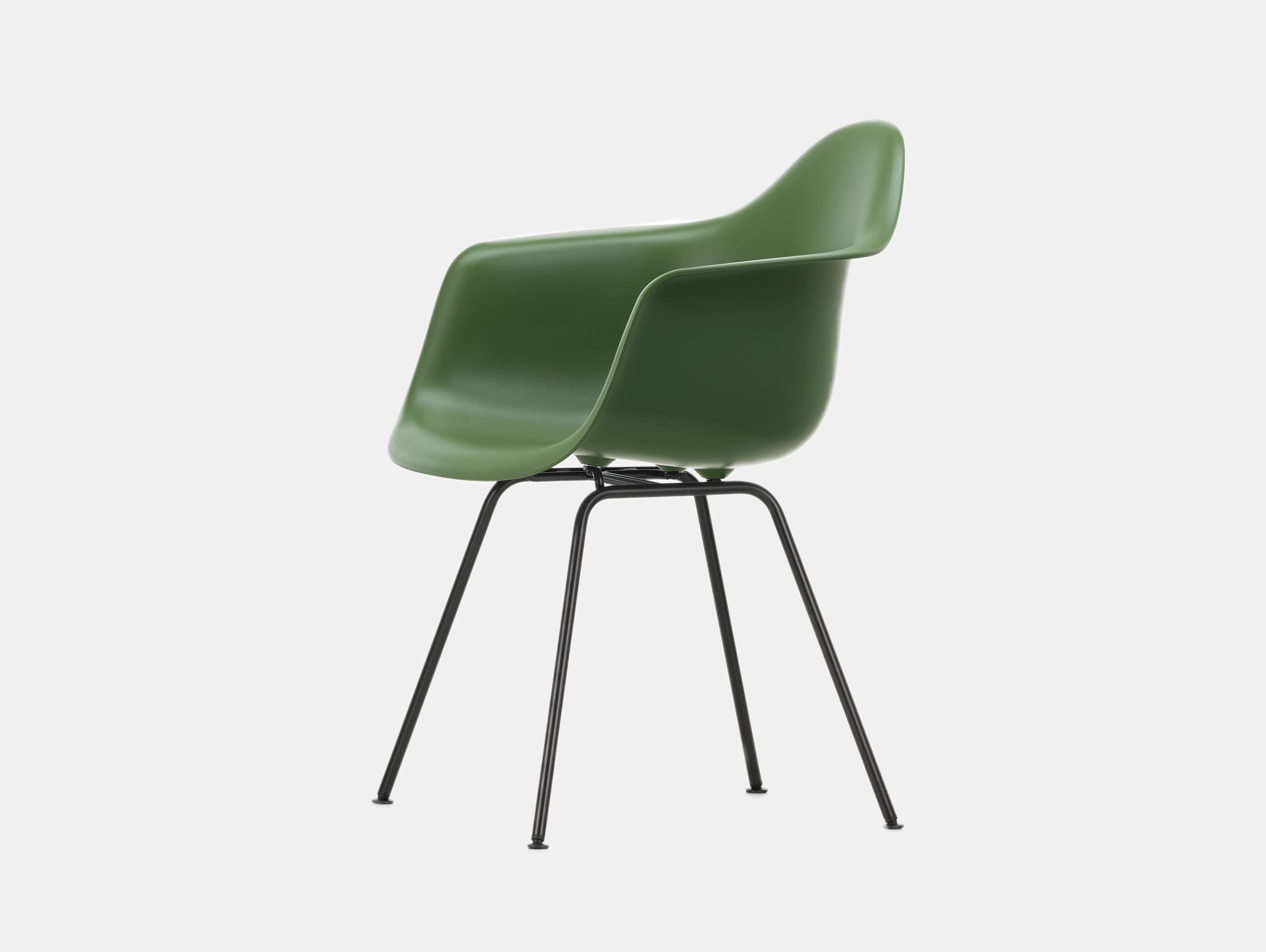 Vitra Eames Plastic Armchair DAX 48 Forest Blk