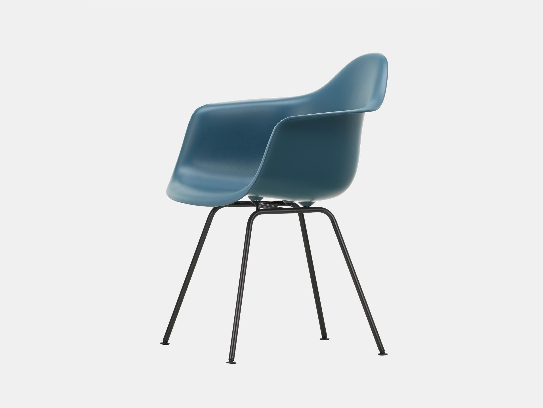 Vitra Eames Plastic Armchair DAX 83 Sea Blue Blk