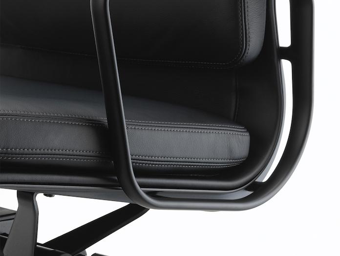 Vitra Soft Pad Group Chair black close Charles and Ray Eames