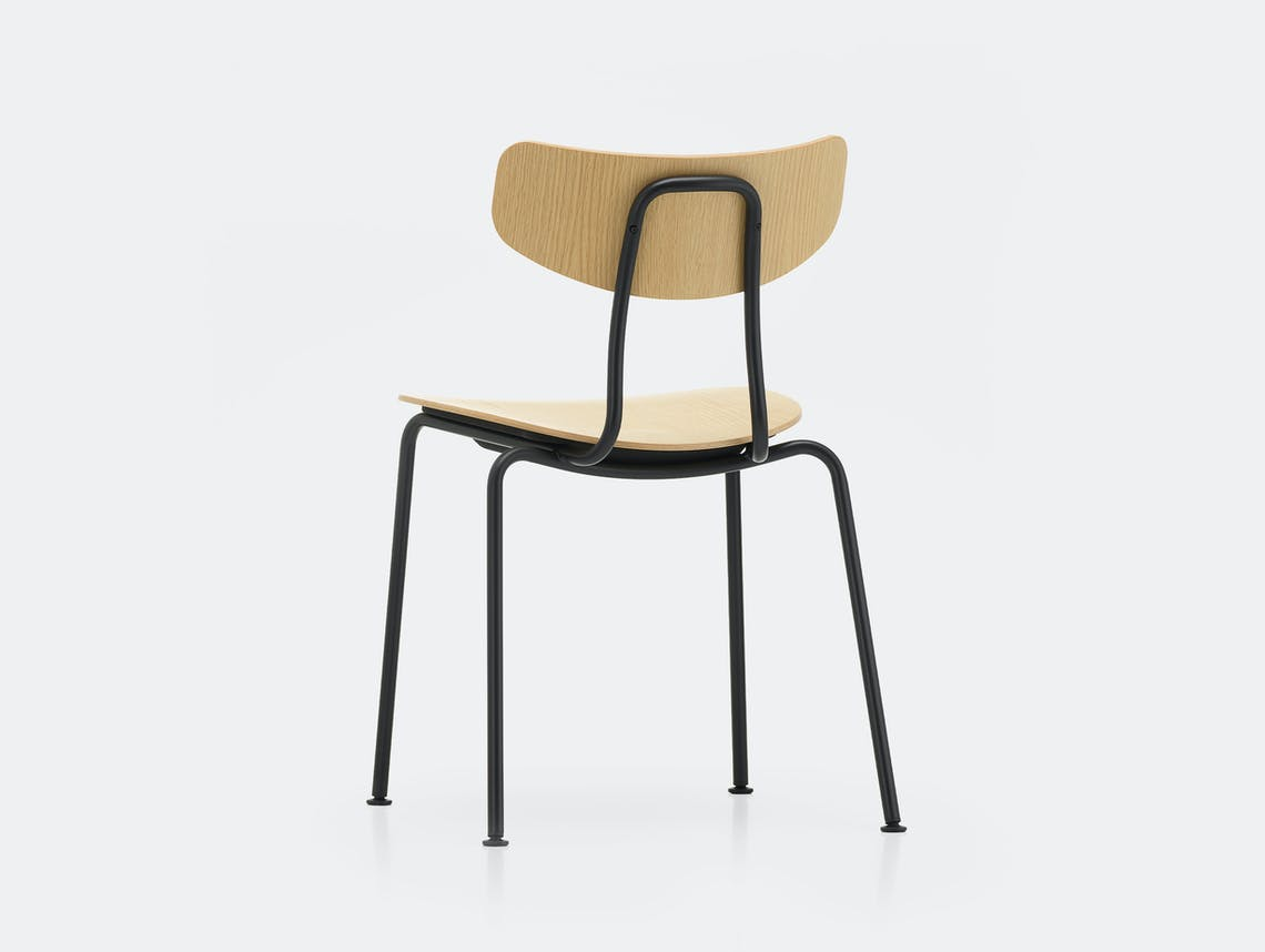 Vitra moca chair oak basic dark back