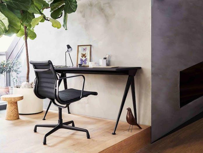 EA108 Eames Aluminium Group Chair Situ 2