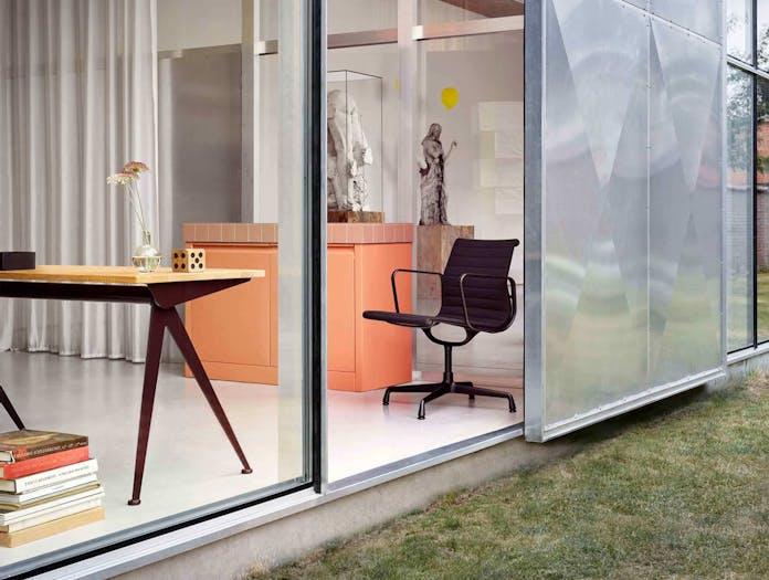 EA108 Eames Aluminium Group Chair Situ