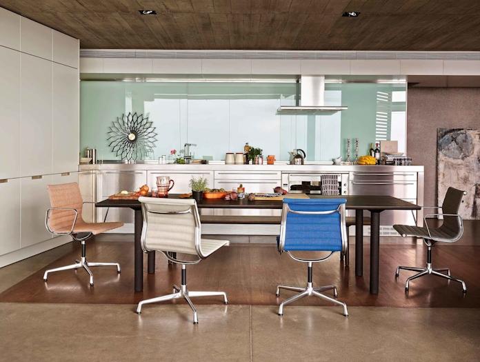 Vitra EA101 Aluminium Group Chair 2 lifestyle image
