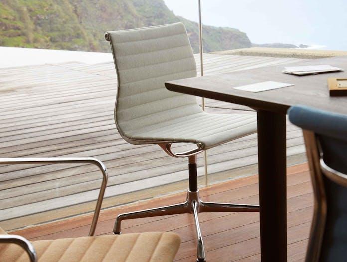 Vitra EA101 Aluminium Group Chair lifestyle image