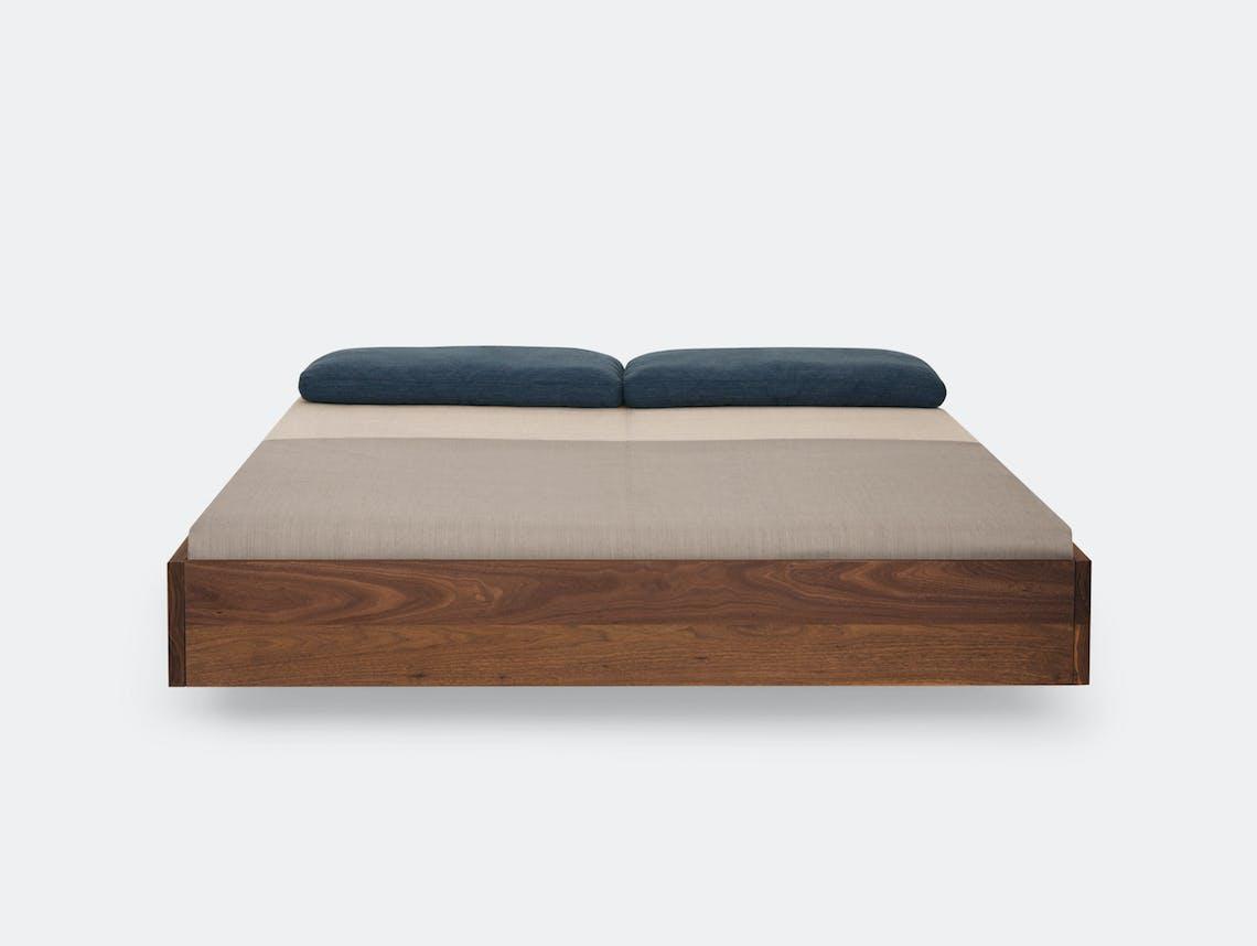Zeitraum Simple Bed Walnut Formstelle