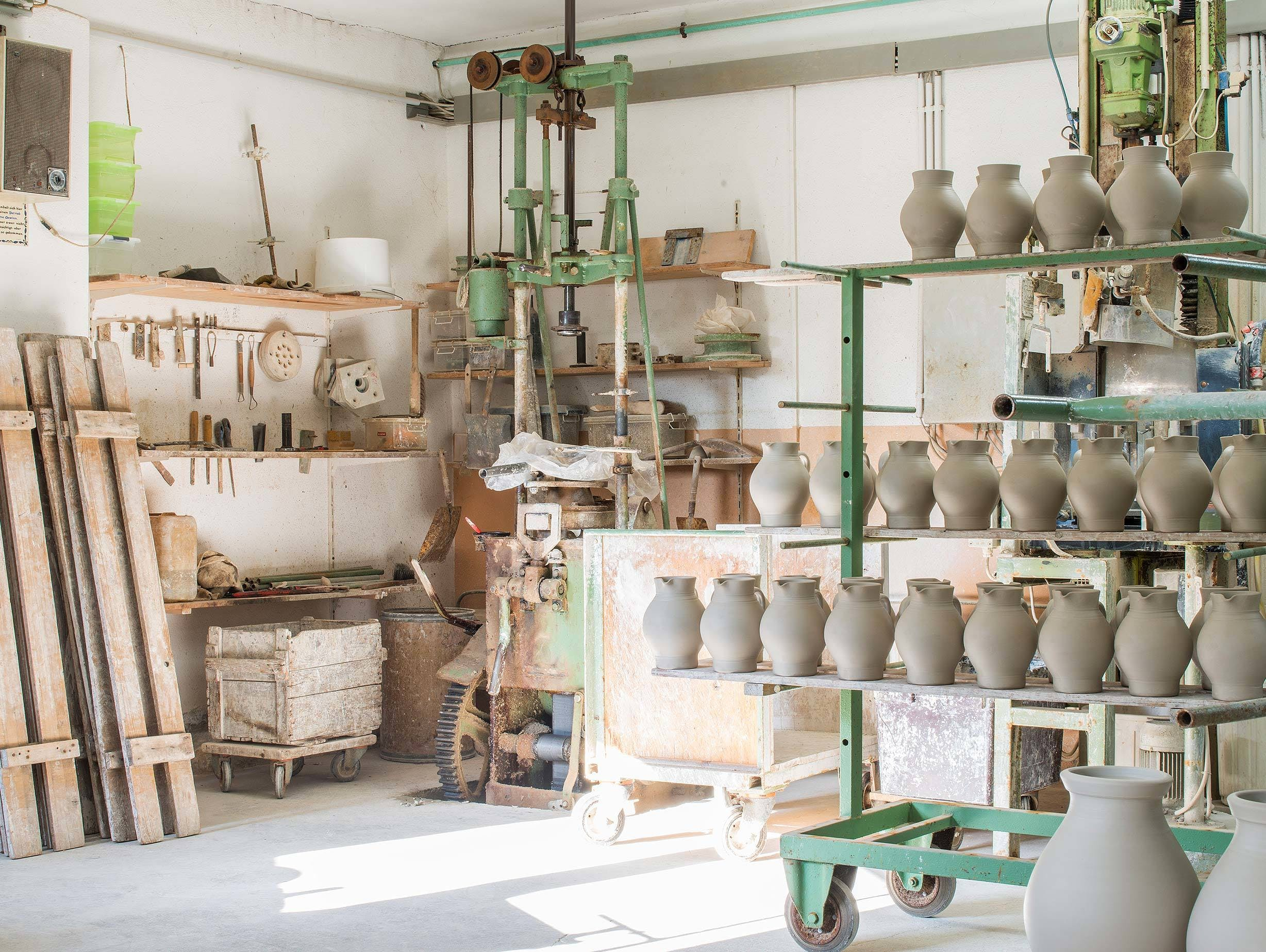 Frankfurt Pottery In The Making E15 image